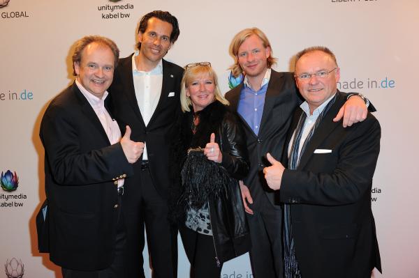 Das Foto zeigt die Unternehmerfamilie Baumann mit UnitymediaKabelBW-Chef Lutz Schüler: von links: 'Alexander Baumann, Lutz Schüler, Sven Baumann, Doris Baumann und Otmar Baumann.  Foto: Unitymedia KabelBW