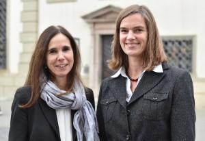 Bislang einmalig in einer bayerischen Kommune: Das Personalamt der Stadt Augsburg wird ab 2015 von Dagmar Götz (links) und Inge Zuleger gemeinsam als Doppelspitze geleitet. Foto: Siegfried Kerpf