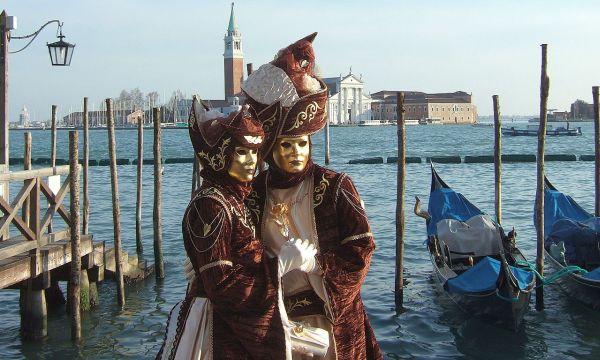"Carnevale di Venezia. ""Carnevale di Venezia 20100212"" von Unofeld781 - Eigenes Werk. Lizenziert unter CC BY-SA 3.0 über Wikimedia Commons - http://commons.wikimedia.org/wiki/File:Carnevale_di_Venezia_20100212.jpg#mediaviewer"