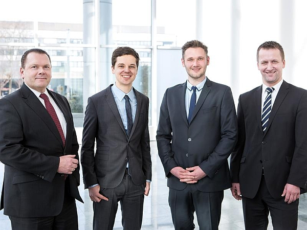 Das Startup CASE kooperiert mit Evonik: Randolf Bursian, Dr. Jan Bergerhoff, Dr. Philipp Seegers und Dr. Frank Lelke. (v.l.n.r.)